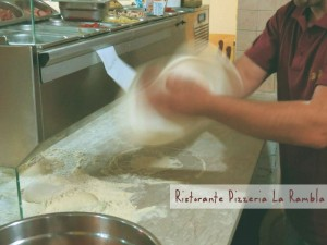 impasto della pizza - pizzeria roccamonfina la rambla